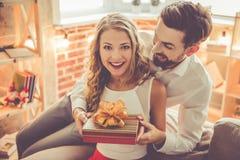 Pares românticos bonitos imagens de stock