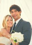 Pares românticos do casamento Imagens de Stock