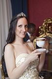 Pares românticos do casamento no hotel Fotos de Stock Royalty Free