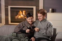 Pares românticos em casa Fotografia de Stock Royalty Free