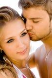 Pares românticos no beira-mar fotos de stock royalty free