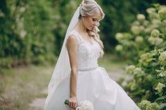 Pares rubios hermosos de la boda Fotos de archivo