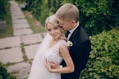 Pares rubios hermosos de la boda Fotografía de archivo libre de regalías
