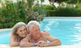 Pares sênior que relaxam Fotografia de Stock Royalty Free
