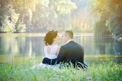 Pares sensuais do vintage romântico no amor exterior Imagem de Stock