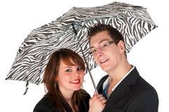 Pares sob o guarda-chuva Fotografia de Stock