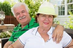 Pares superiores felizes saudáveis atrativos Fotos de Stock