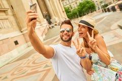 Pares turísticos jovenes Imagen de archivo
