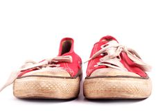Pares velhos de sapatilhas vermelhas fotografia de stock royalty free