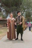 Pares vestidos en traje medieval Imagen de archivo
