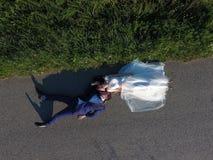 Pares y abejón de la boda fotografía de archivo libre de regalías