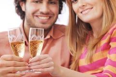 Pares y bebida Foto de archivo libre de regalías