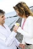 paret blommar mogen romantiker royaltyfria foton