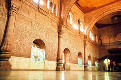 Parete alta con le sculture in grande corridoio della fortificazione del XVI secolo di Junagarh, India Fotografie Stock Libere da Diritti