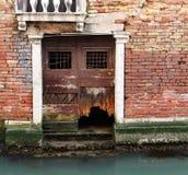 Parete antica della casa veneziana Immagine Stock