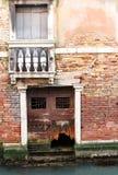 Parete antica della casa veneziana Fotografie Stock Libere da Diritti