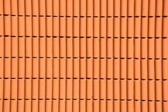 Parete arancio del cemento nella luce del giorno Fotografia Stock