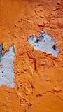 Parete arancio di colore di decadimento in Burano fotografie stock