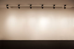 Parete beige della galleria Fotografie Stock Libere da Diritti