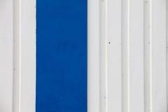Parete bianca e blu del metallo Immagini Stock Libere da Diritti