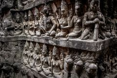 Parete con la gente in Angkor Wat, Cambogia immagine stock libera da diritti