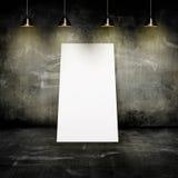 Parete con le lampade e un foglio di carta Immagini Stock