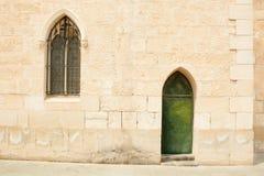 Parete con una finestra e un portello Fotografia Stock Libera da Diritti
