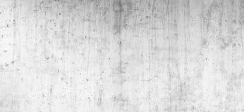 Parete concreta del cemento di lerciume con la crepa in fabbricato industriale fotografia stock