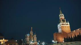 Parete dei carillon dell'orologio di cremlin di panorama del quadrato rosso, stella rossa, la cattedrale del basilico del san archivi video