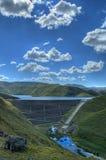 Parete del bacino idrico della montagna Immagini Stock