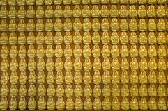 Parete del Buddha dell'oro, tempiale cinese, Tailandia Fotografie Stock Libere da Diritti