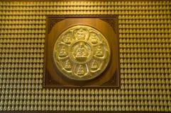 Parete del Buddha dell'oro, tempiale cinese, Tailandia Fotografia Stock Libera da Diritti