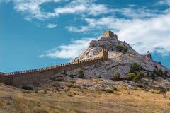 Parete del castello nelle montagne Immagine Stock