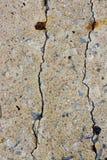 Parete del cemento della crepa del pericolo Fotografia Stock Libera da Diritti