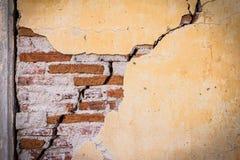 Parete del cemento della crepa di lerciume Fotografie Stock