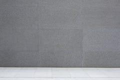 Parete del cemento e pavimento grigi, fondo astratto Fotografie Stock Libere da Diritti