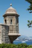 Parete del palazzo di Monte Carlo con la torre dell'orologio immagini stock