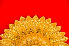 Parete del tempio di Buddha e soffitto tailandese di stile Immagini Stock Libere da Diritti