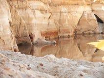 Parete dell'arenaria di un canyon del fiume Fotografie Stock