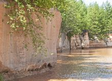 Parete dell'arenaria di una sponda del fiume Fotografie Stock
