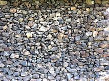 Parete dell'edificio attiguo del basalto fotografie stock libere da diritti