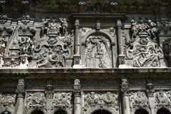 Parete della cappella alla via del centro della città di Leopoli, Ucraina immagine stock