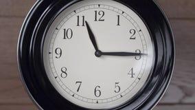 parete della casa della decorazione dell'orologio Timelapse video d archivio