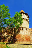 Parete della difesa e costruzione medievale della torre Fotografia Stock