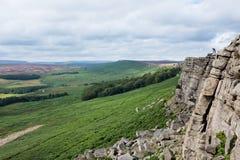 Parete della roccia del bordo di Stanage in Inghilterra Immagine Stock