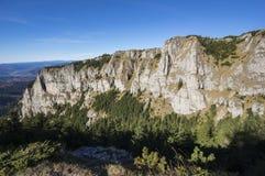 Parete della roccia sulla montagna Fotografia Stock