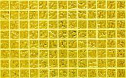 Parete delle mattonelle dell'oro della foto o del mattone reale di alta risoluzione senza cuciture e struttura di fondo interno Immagini Stock Libere da Diritti