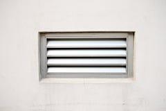 Parete di colore e ventilatore crema della porta. Immagine Stock Libera da Diritti