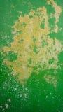 Parete di colore verde di decadimento in Burano fotografie stock libere da diritti