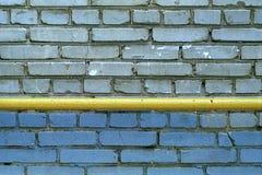 Parete di Grey Bricks con tubo Immagini Stock Libere da Diritti